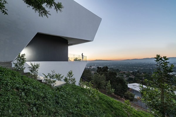 MU77, Hollywood Hills