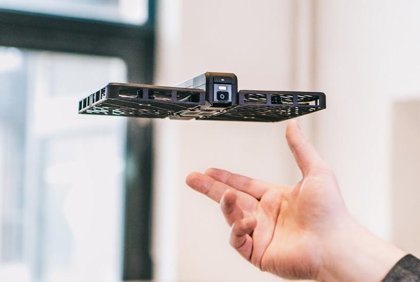 zéro-zéro-robotique-vol stationnaire-caméra-passeport-pomme-designboom-04-13-2017-818-012
