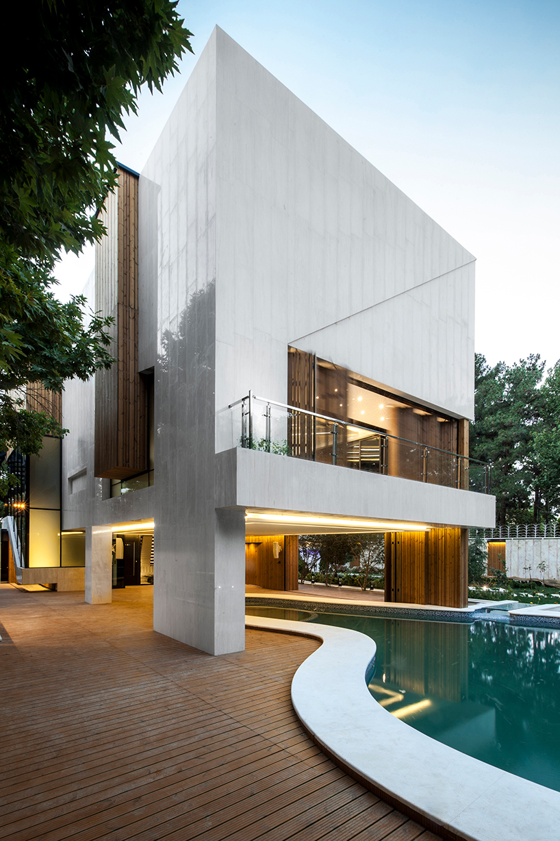 Kooshk House Uses Flexible Facade To Maintain Privacy And