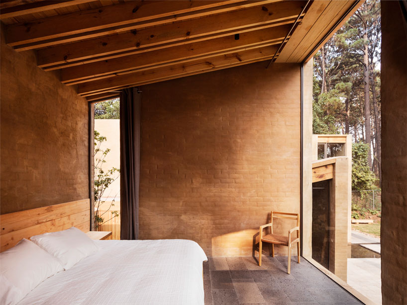 Taller Hector Barroso Layers Vacation Estate With Pine