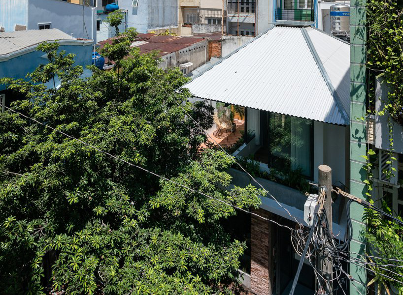 Ad Studio Renovates A Saigon Alley House With A Roof Referencing The Shape Of An Umbrella Free Autocad Blocks Drawings Download Center