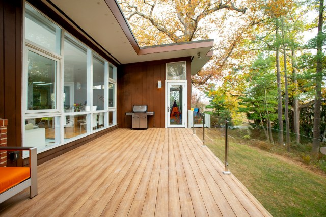 What Should Be Included in Your Contract for a Deck Project?
