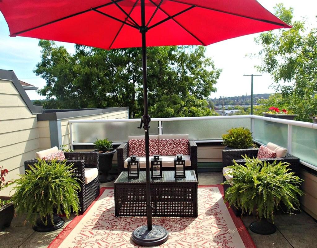 deck staging, red deck decor