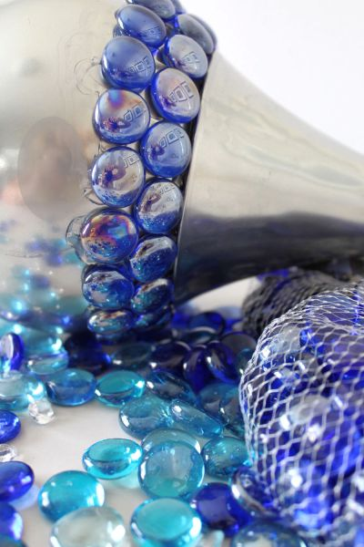 Let me show you how to make these DIY Gazing Balls using glass light globes, mirrored spray paint and stones. Add some DIY Decor to your garden so your landscaping shines. Add them to your flower beds.#gardenglobes