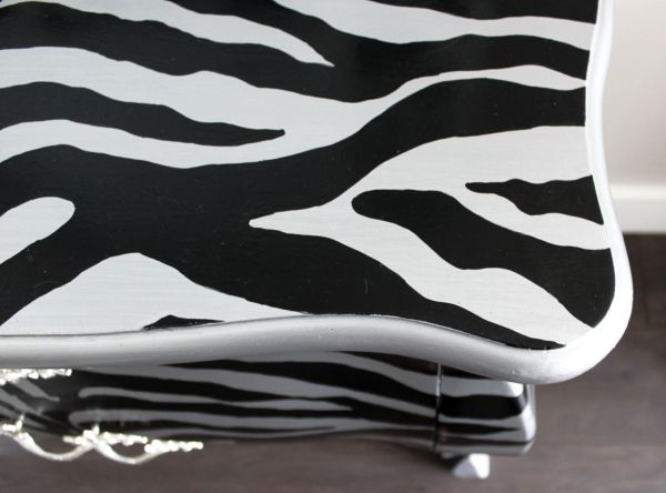 Up cycled Bombay chest with zebra stripes. Full step by step tutorial and free pattern. I'll walk you through this furniture makeover. This upcycle will work on any piece of furniture. Top detail