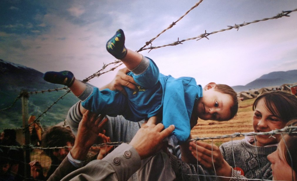 Fugindo de Kosovo - Pulitzer 2000, Feature Photography, Carol Guzy, Lucian Perkins and Michael Williamson