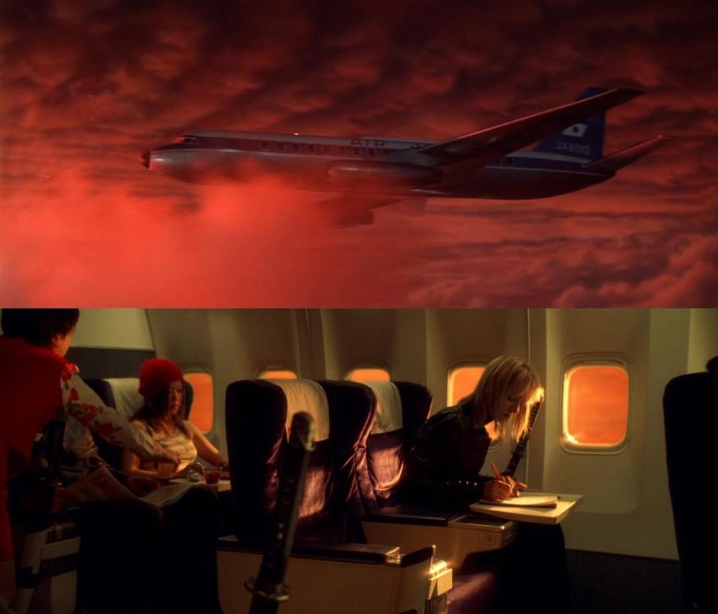 O céu laranja presente durante o voo tanto em Goke quanto em Kill Bill