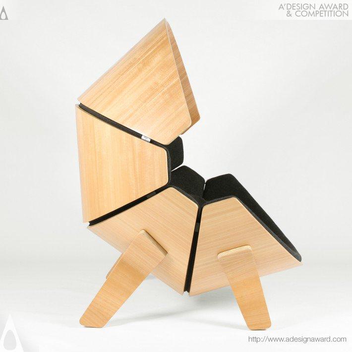 Lateral da Cadeira de Criança do Think & Shift Estúdio.