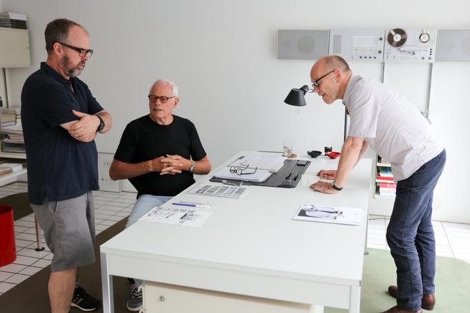Gary Hustwit, Dieter Rams e Erik Spiekermann durante as filmagens