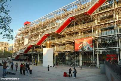 Lovwly dining on top of Pompidou