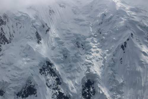 Hanging ice and steep snowfields