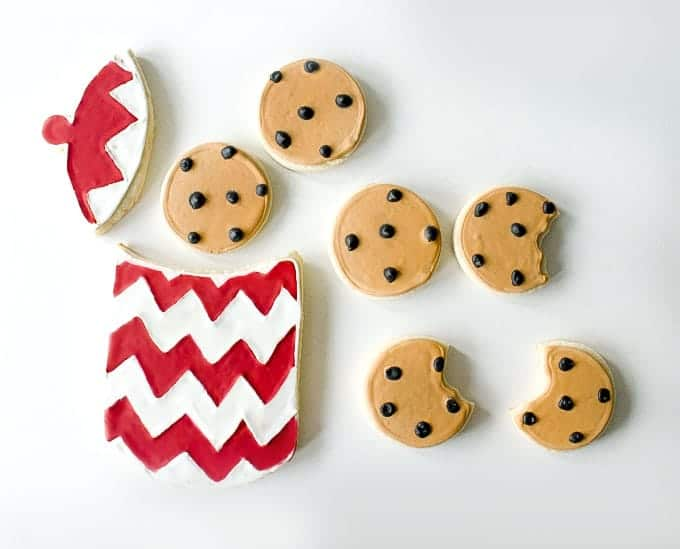 Adorable Sugar Cookies decorated as Chocolate Chip Cookies | by Little Bow Sweets