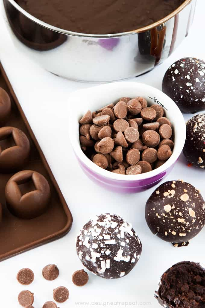 Learn some new baking skills without having to leave your couch! This is a fun list of online baking classes (ahem...donuts, chocolate truffles, cake pops!) by food and baking blogger Melissa at Design Eat Repeat!