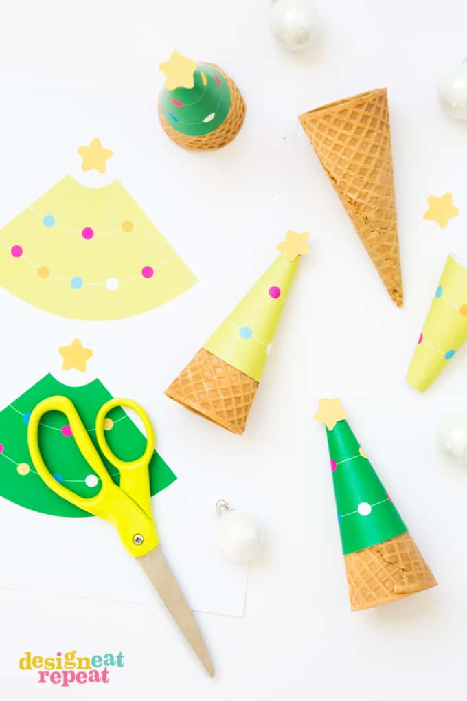 Who says you can't serve ice cream at Christmas?! Dress up your holiday dessert table with these FREE printable Printable Christmas Tree Ice Cream Cone Wrappers!