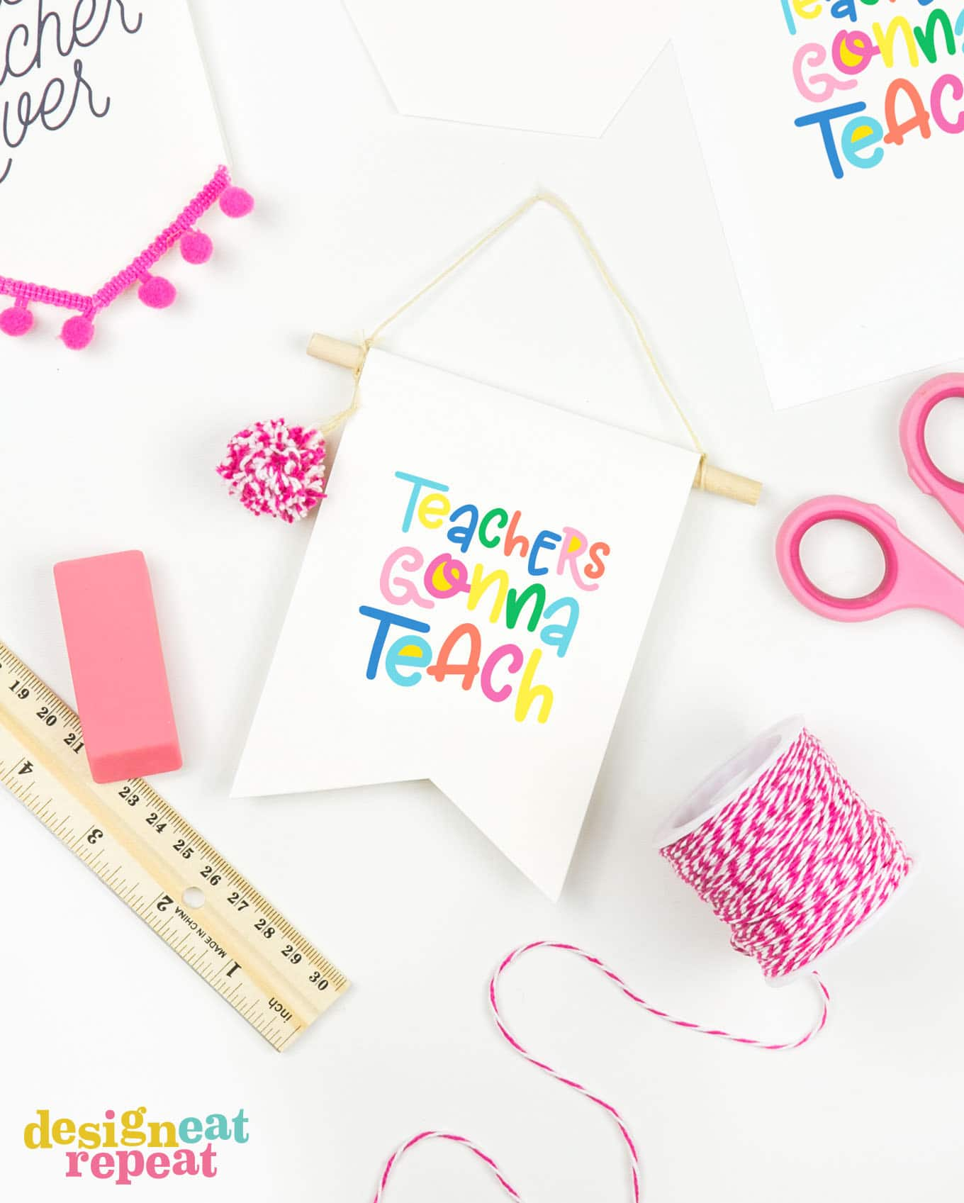 How cute are these! Make teacher gift card holders that double as BANNER decor for a gift that keeps on giving! Great for attaching to desks, computers, or bulletin boards!   #printable #teachergift   www.DesignEatRepeat.com