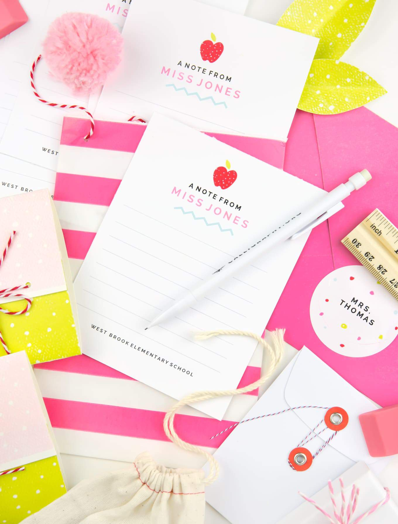 Love this teacher gift idea! Gift your child's teacher personalized teacher note cards with these free #Avery printables! #teachergift #printables #averyproducts
