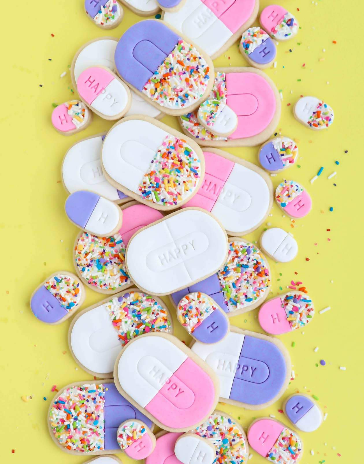 Make these adorable Happy Pill cookie jars using the free printable cookie label and gift to friends and family for a fun (and delicious) pick-me-up!