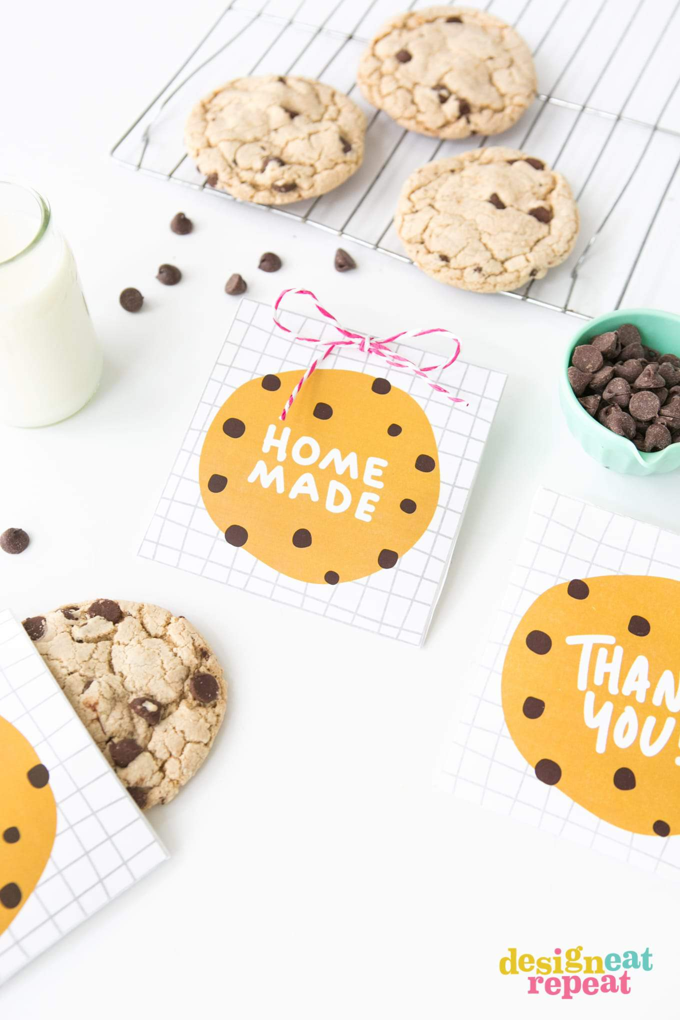 Download these free printable chocolate chip cookie pouches for a quick party favor, teacher appreciation gift, or just as a simple thank you treat!