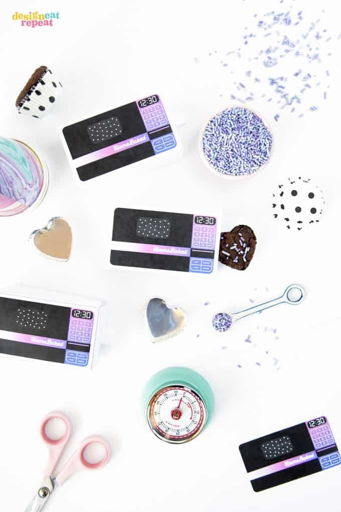 Throw it back to the 90's with mini Easy Bake Oven treat box printables! Perfect for a throwback party or just to gift baked goods to your scrunchie lovin' friends!