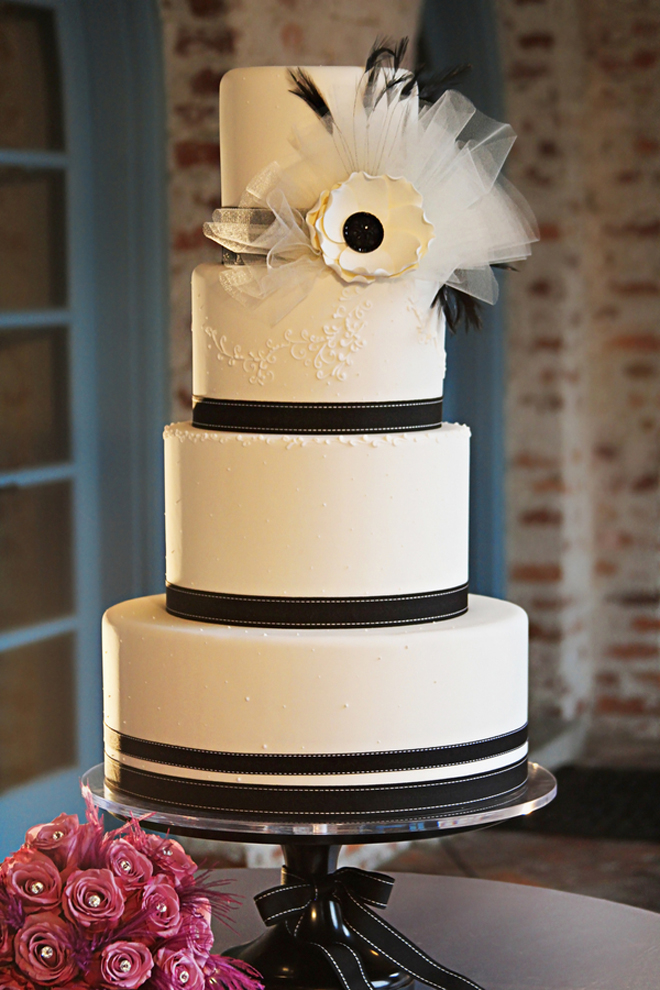 Black And White Wedding Cake 69 Great black and white flower