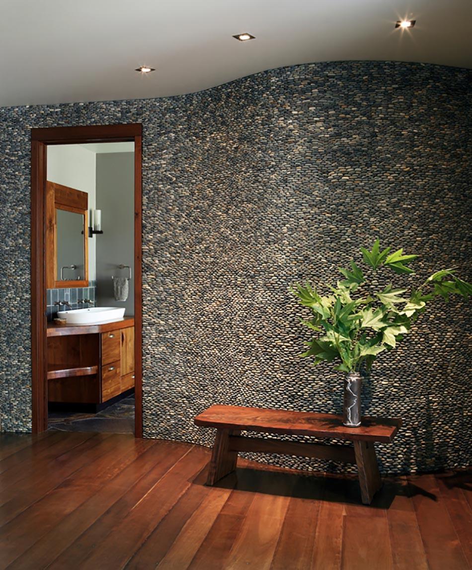 salle de bain rustique grace au mur en
