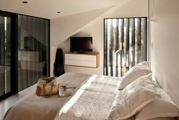 Space and light in house design by Marc Lithgow