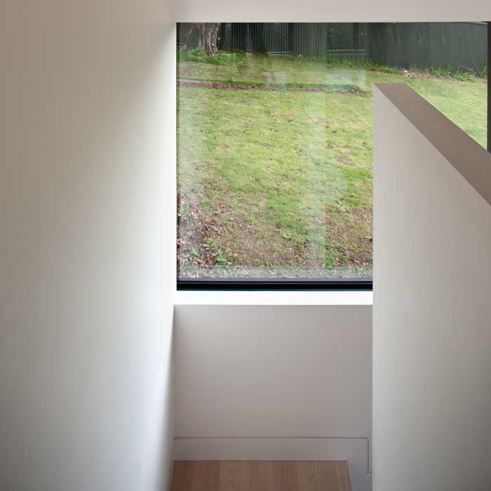 Off-white and light timber increase the sense of space.