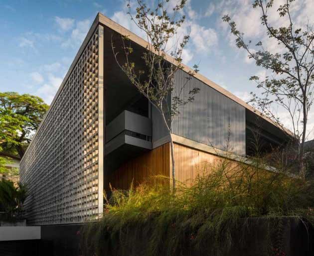 B+B House by Studio MK27 and Galeria Arquitetos