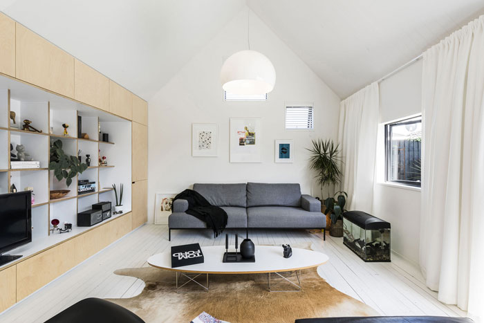 Urban Cottage living room by CoLab Architecture