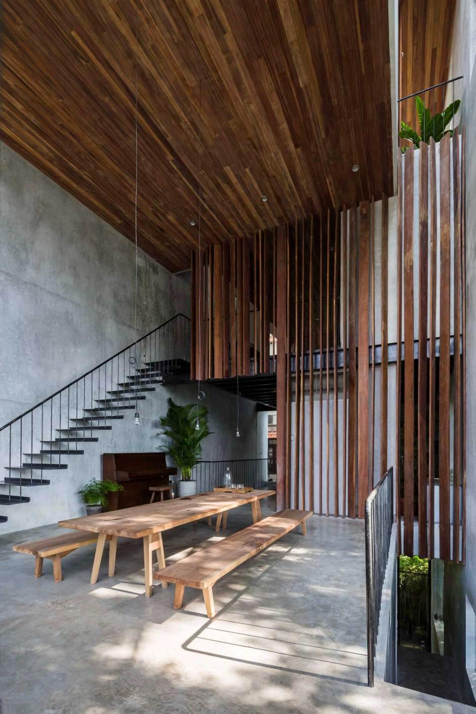 Nishizawa Architects townhouse double height main floor