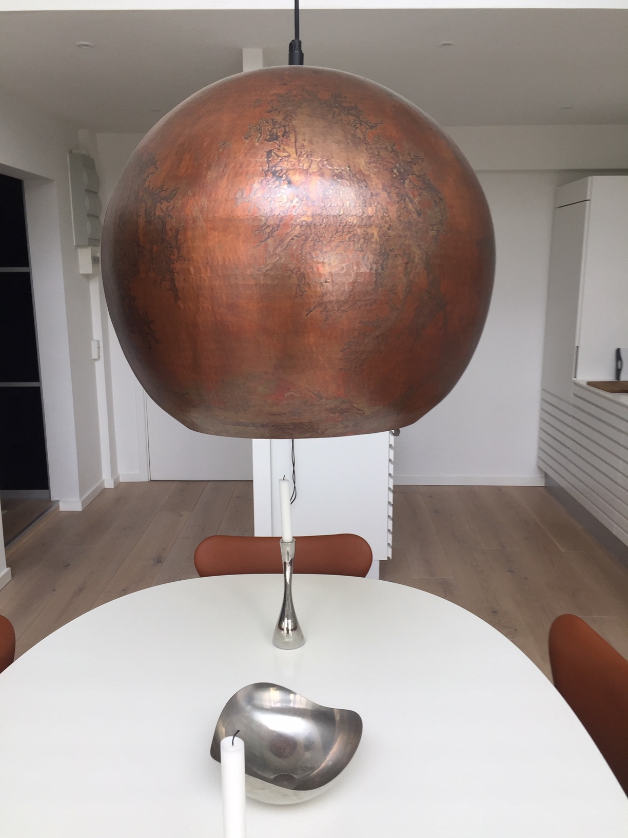 Flot bruneret kobber lampe fra Designhome.dk
