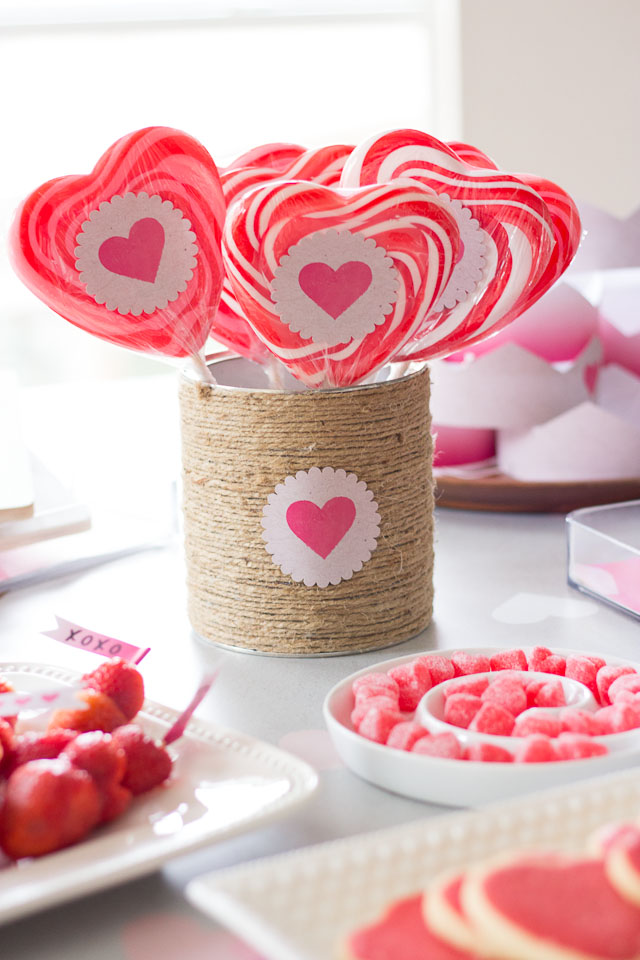 Happy Hearts Day Party! Simple and sweet ideas for a kids' Valentine's Day party!