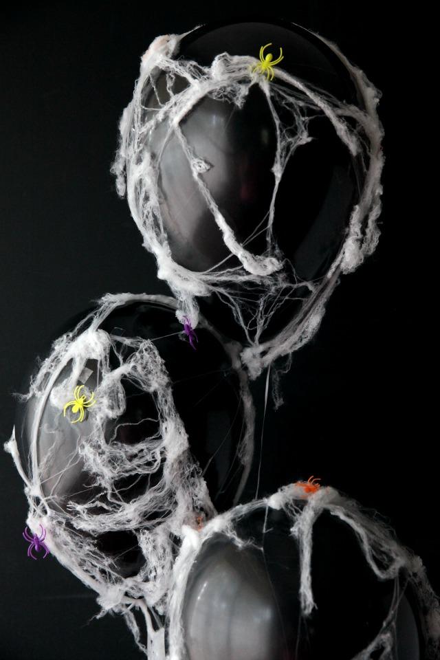Spooky DIY spider web balloons || Design Improvised blog
