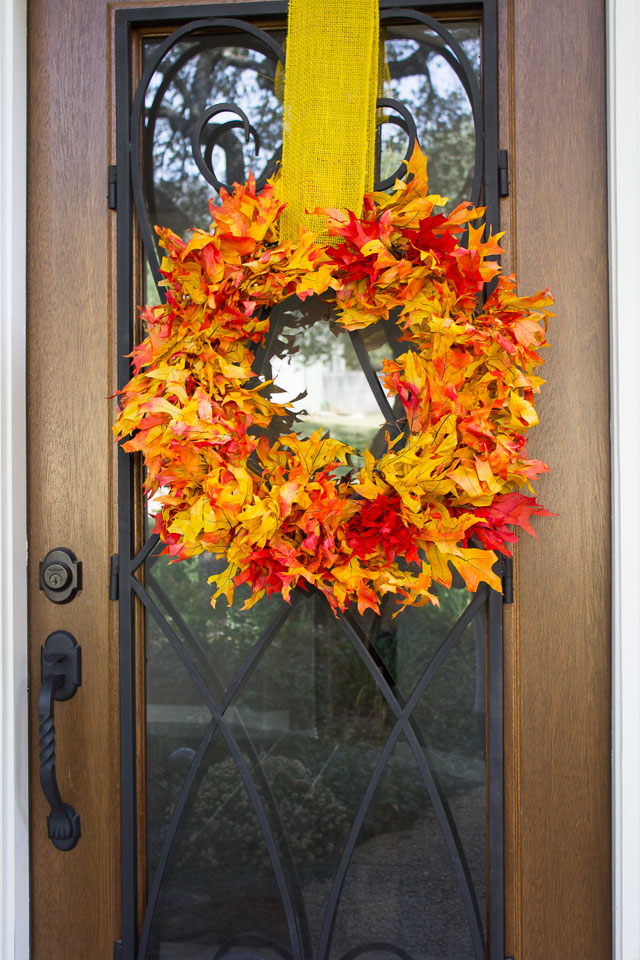 A stunning fall leaf wreath you can make in 15 minutes from preserved oak leaves from the craft store!    http://www.designimprovised.com