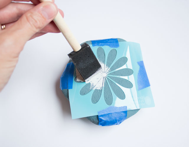 how to stencil rocks