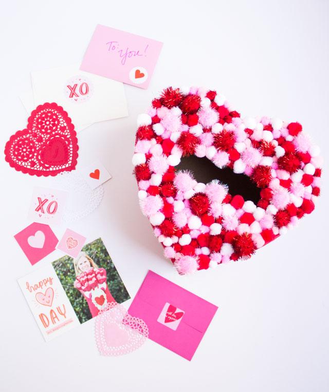 Pom-pom heart Valentine card holder