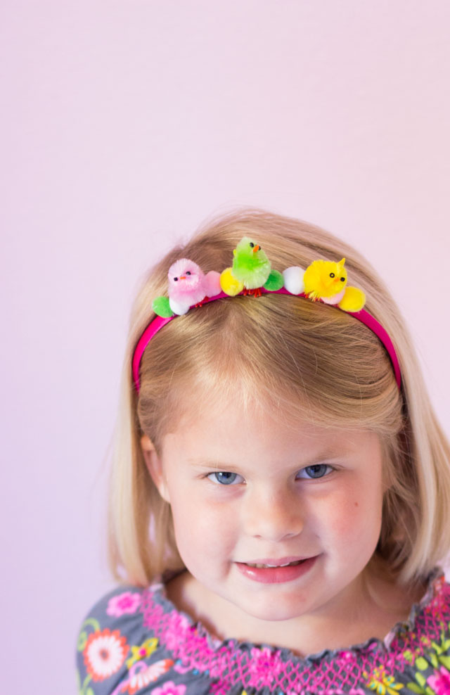 Little kids will love these baby chick headbands for Easter - the perfect accessory for an Easter party or egg hunt!