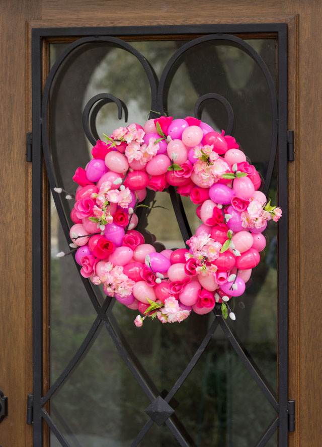 Such a beautiful DIY Easter wreath idea! I would leave this up all spring!