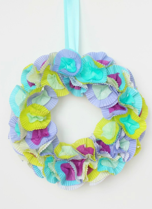 DIY Spring Cupcake Liner wreath - choose cupcake wrappers in pretty pastels for this simple wreath!