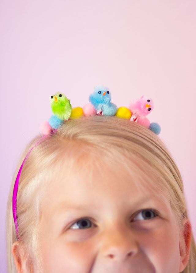 These baby chick headbands are the perfect craft for an Easter party or egg hunt!