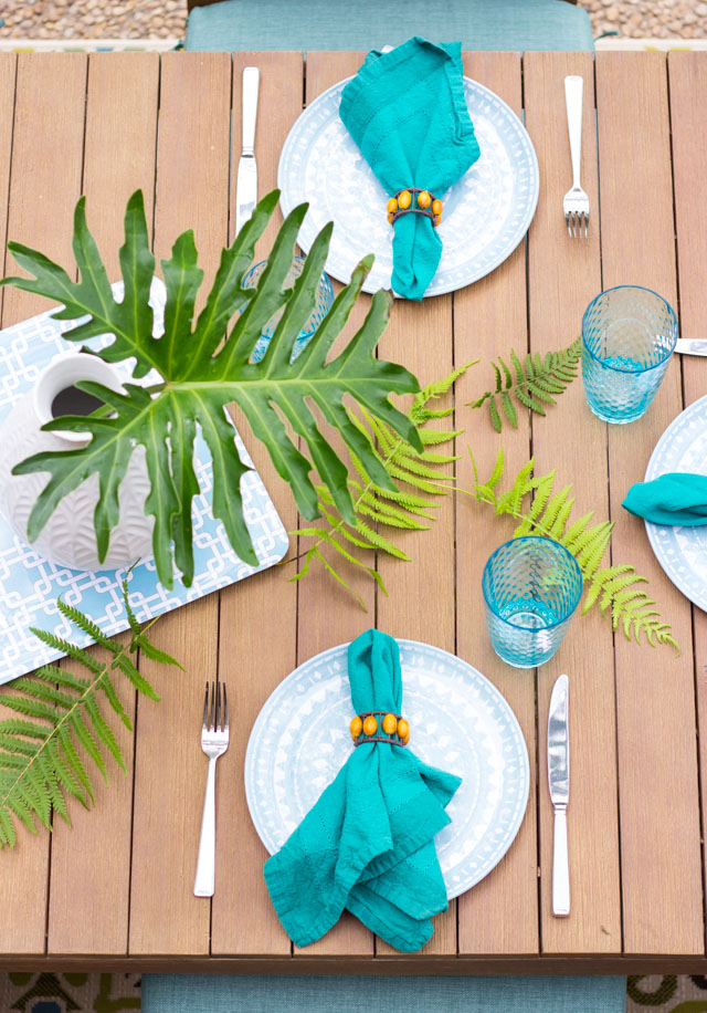 Decorate your patio table with cuttings from the backyard for a gorgeous, foraged look!