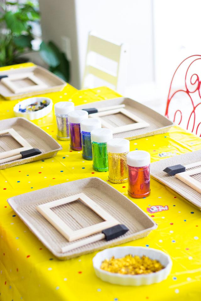 DIY glittered picture frames - a fun kids craft!