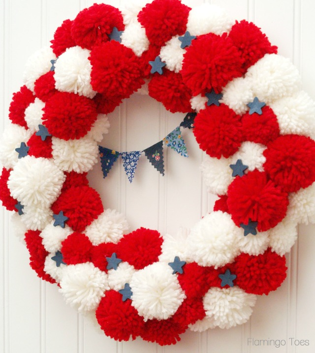 Love all the pom-poms in this patriotic 4th of July wreath!