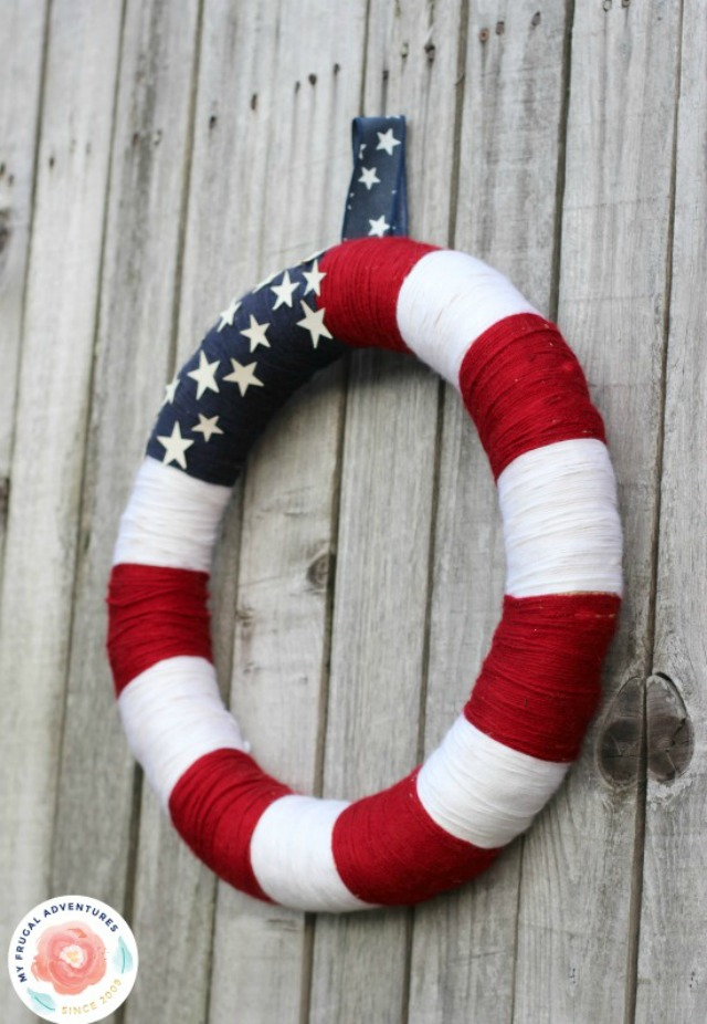 American flag yarn wreath - perfect for the 4th of July!