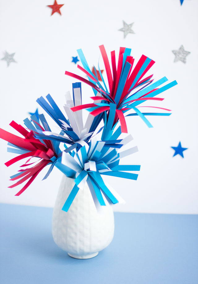 DIY fireworks bouquet - a patriotic 4th of July decoration you can make from paper!
