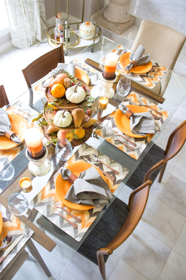 Such a pretty fall harvest themed tablescape!