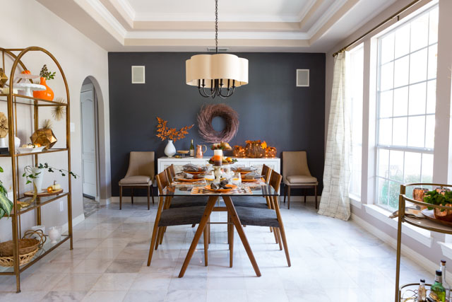 Gorgeous dining room decorated for fall and Thanksgiving!