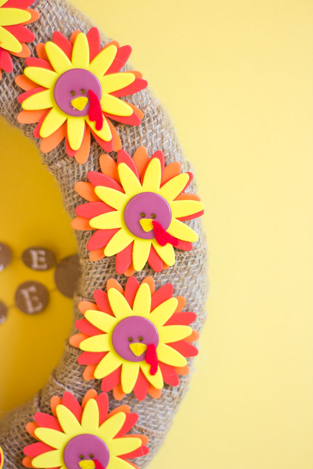 How cute are these little turkey flowers for this DIY Thanksgiving wreath?