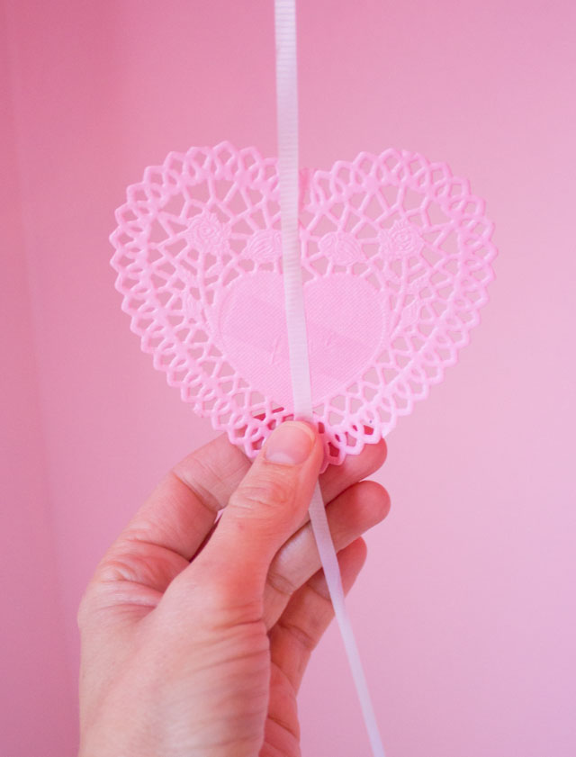 How to make Valentine's Day heart doily balloons!
