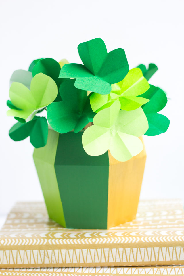 How to make paper shamrocks for St. Patrick's Day - so simple with this tutorial!